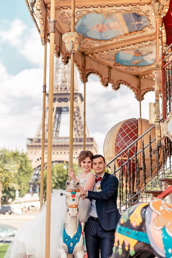 carousel wedding photo