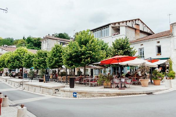 Hotel de France wedding drinks