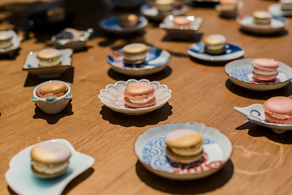 Arita Episode 2 Japanese porcelain plates