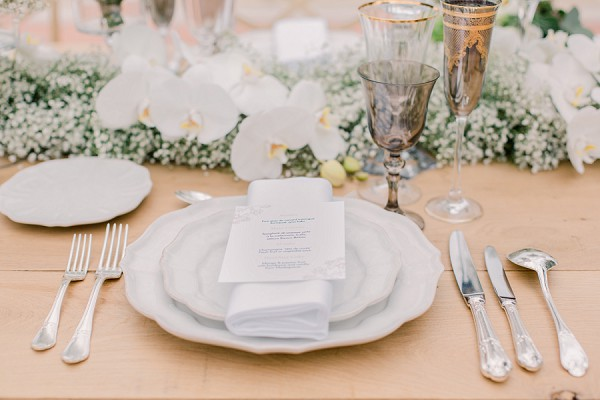 Elegant wedding place setting