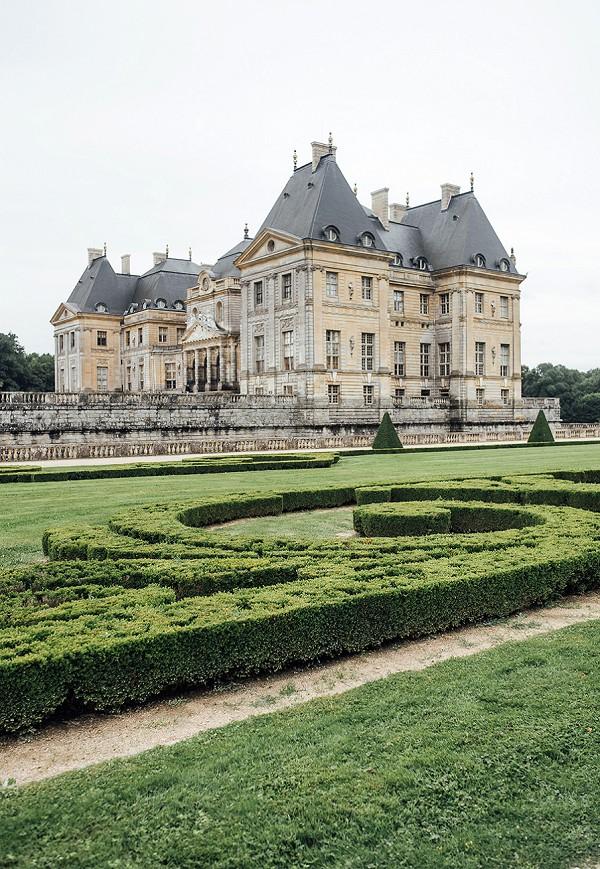 chateau wedding backdrop