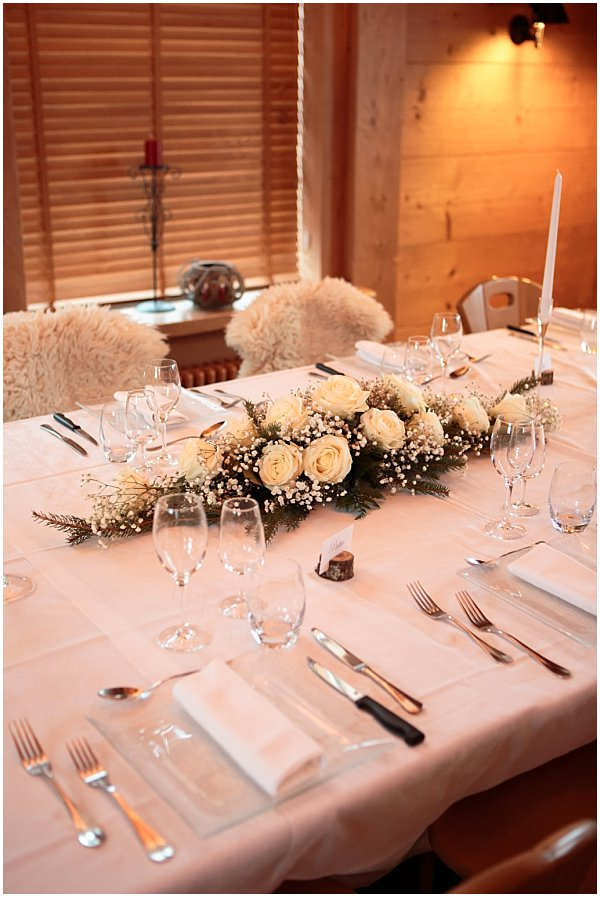 beautful flower arrangement for wedding table set up