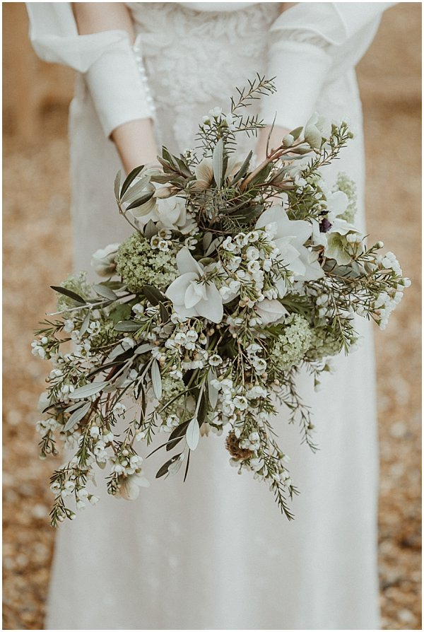 classy and stylish boquet of white flowers