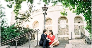 romantic engagement photo shoot in paris