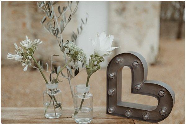 simplistic and natural flower arrangement