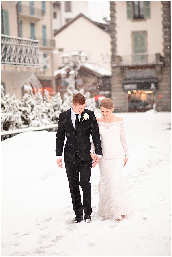 wedding stroll in the snow