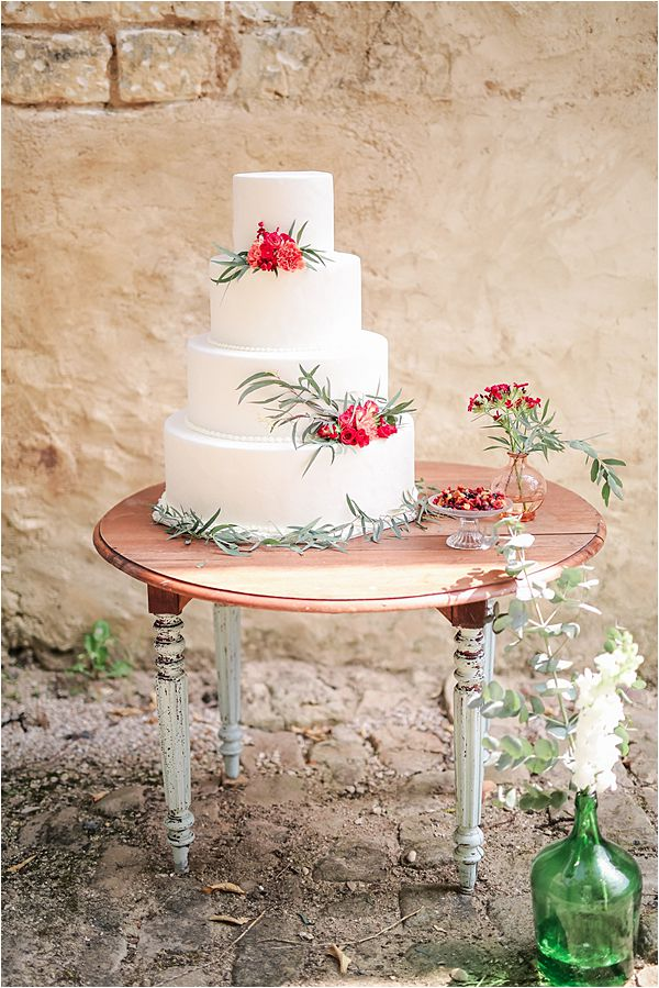 Dare to be Different wedding inspiration in France cake