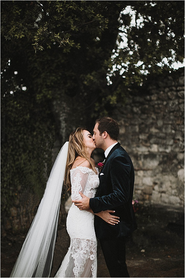 Couples Kiss at wedding in Vaucluse France