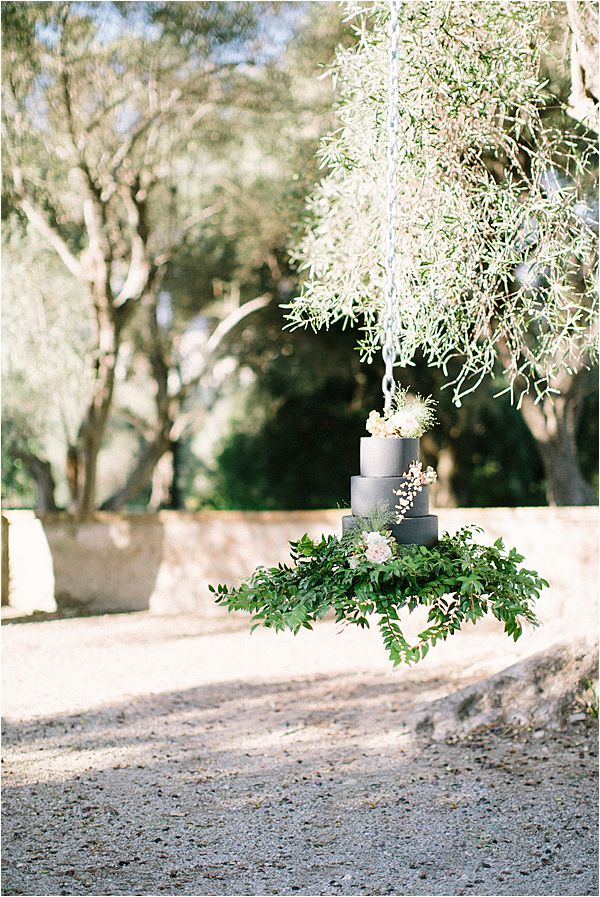 Hanging cake in Wedding at Bastide du Roy Provence
