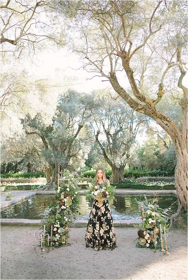 chic bride in Wedding at Bastide du Roy Provence