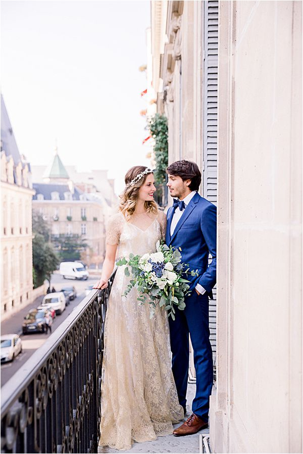 couple at Winter Wedding in Paris