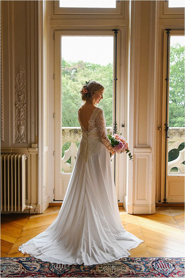 elegant bride in wedding at Château de Méridon