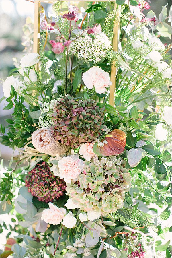 lovely flower combinations in Wedding at Bastide du Roy Provence