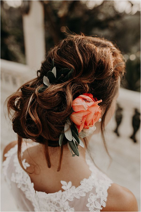 lovely hair style at paradise of birds wedding on French Riviera