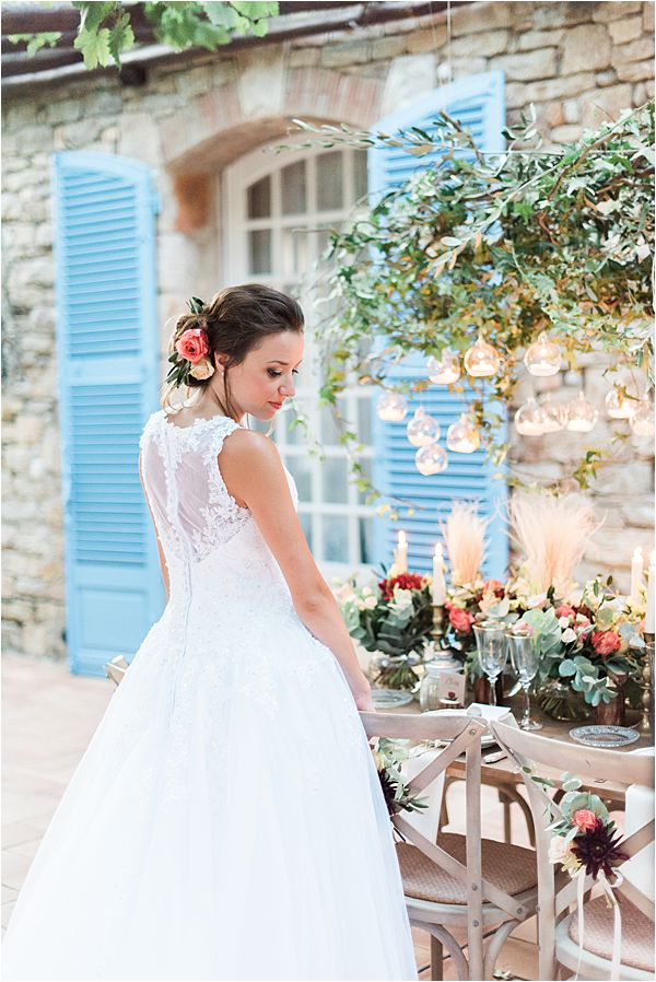 perfect hair at paradise of birds wedding on French Riviera