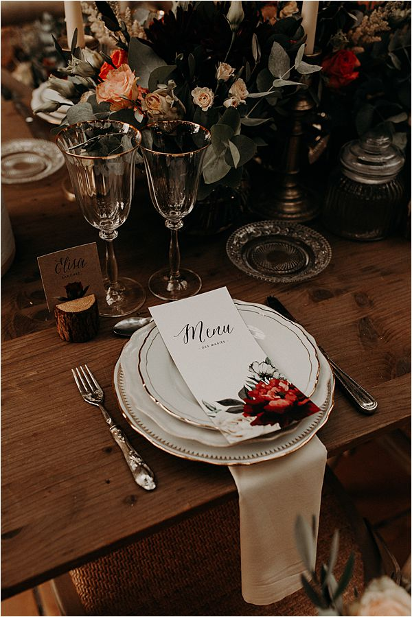 simple table linen at paradise of birds wedding on French Riviera