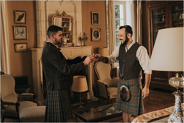 Goom in kilt in Scottish wedding in France