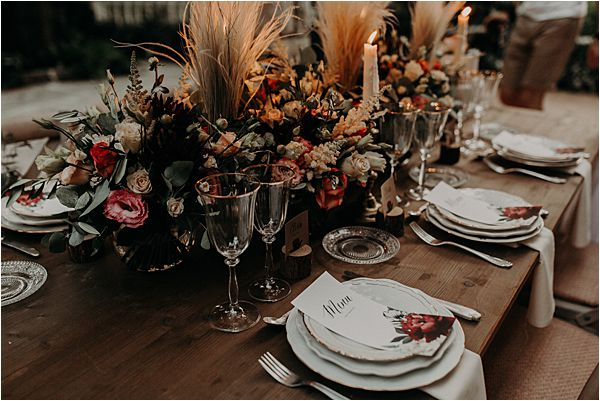 lovely color combination at paradise of birds wedding on French Riviera
