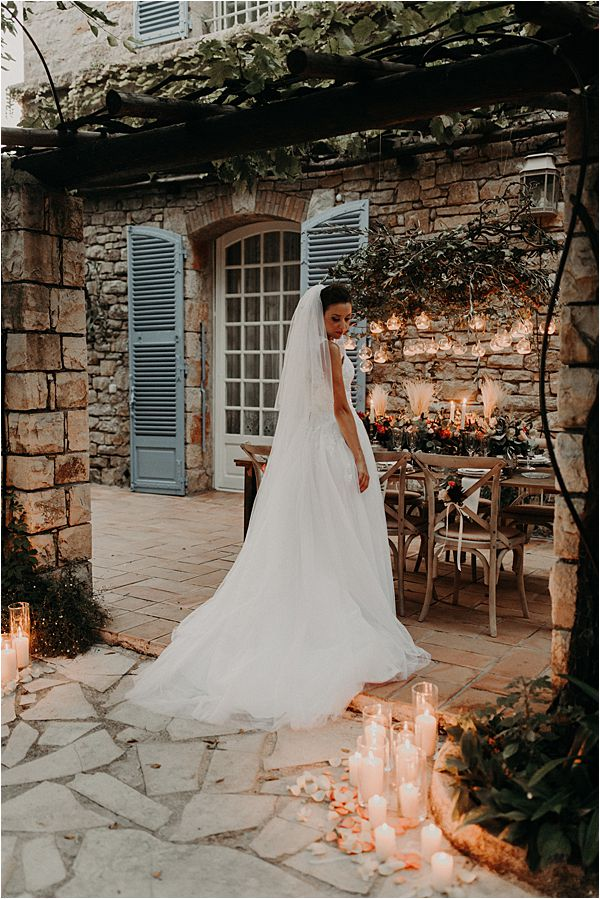 stunning bride at paradise of birds wedding on French Riviera