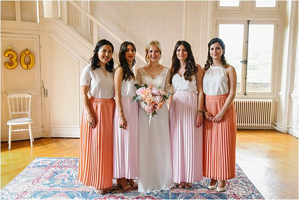 with the bridesmaids in wedding at Château de Méridon