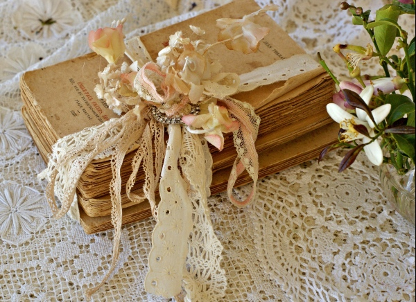 Vintage Wedding Decor Book Set