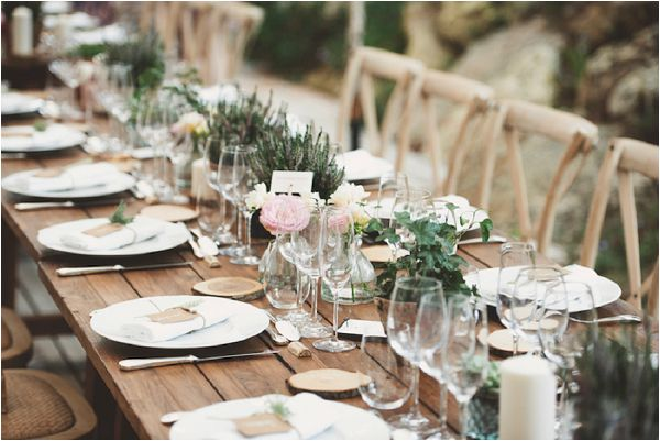 wedding decoration wood table by Noces du Monde