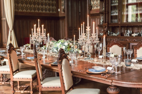 Chateau Challain Decor Table