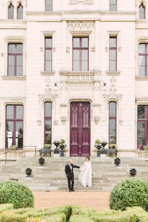 Couple at Chateau Challain