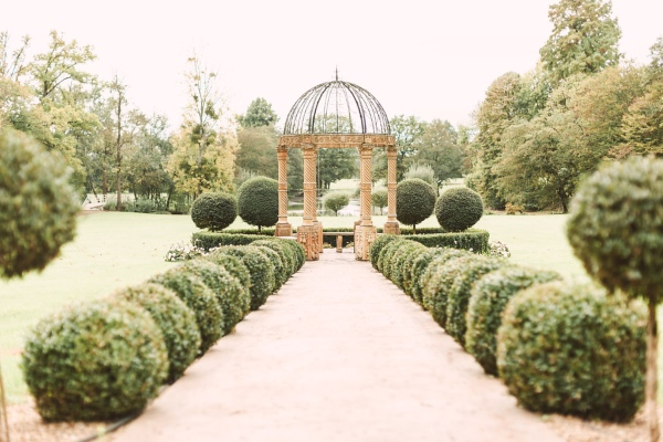 Romantic wedding at Chateau Challain