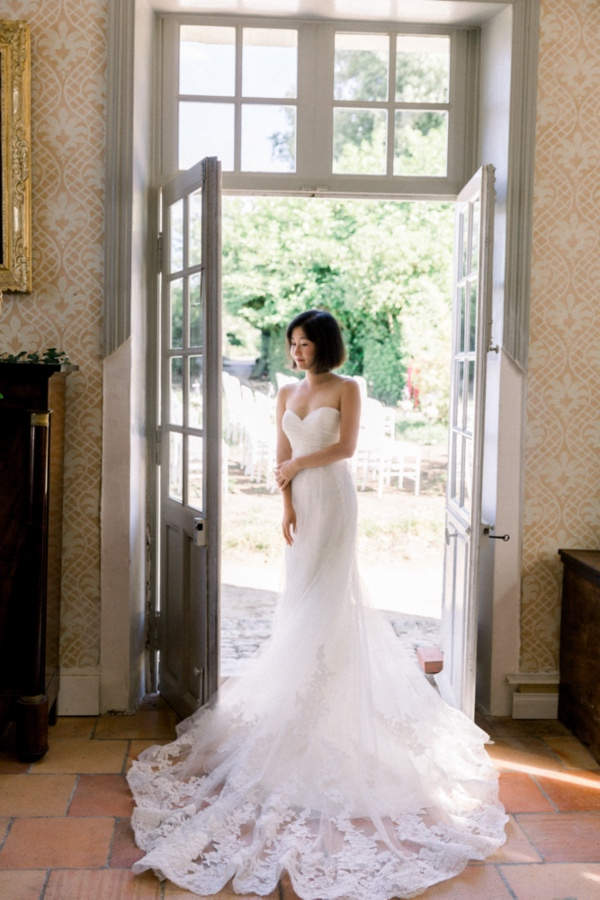 bride with pronovias gown