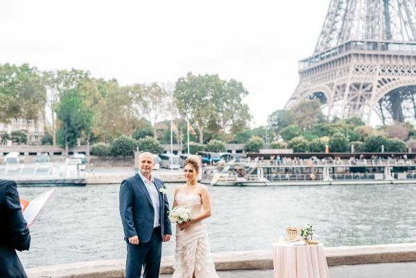 couple near paris river