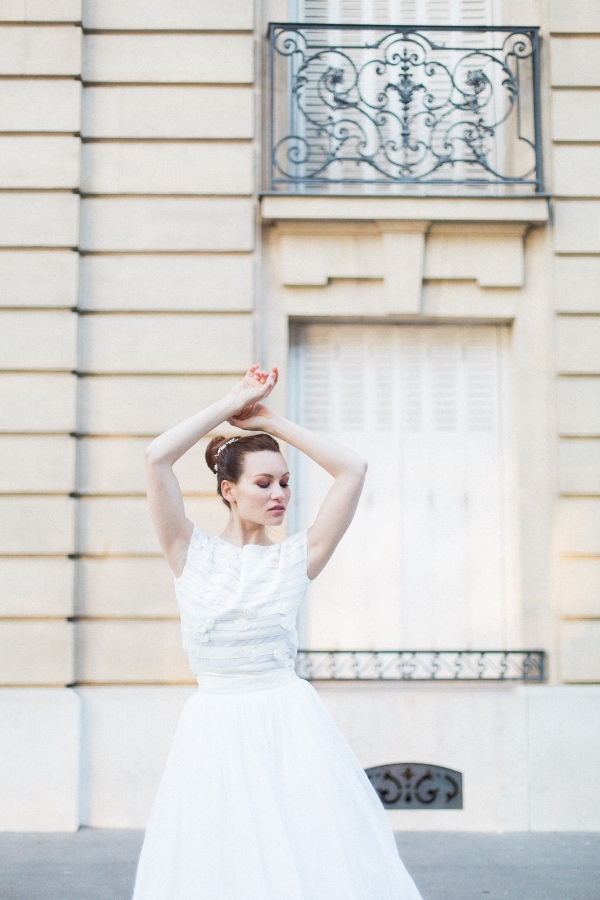 luxe bridal pose