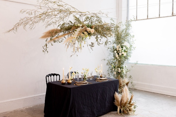 modern and natural wedding table