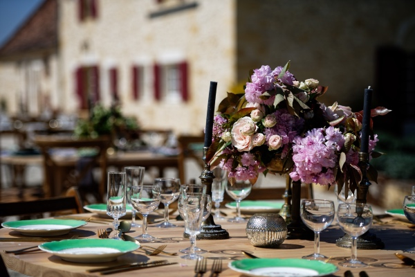 green and pink place setting
