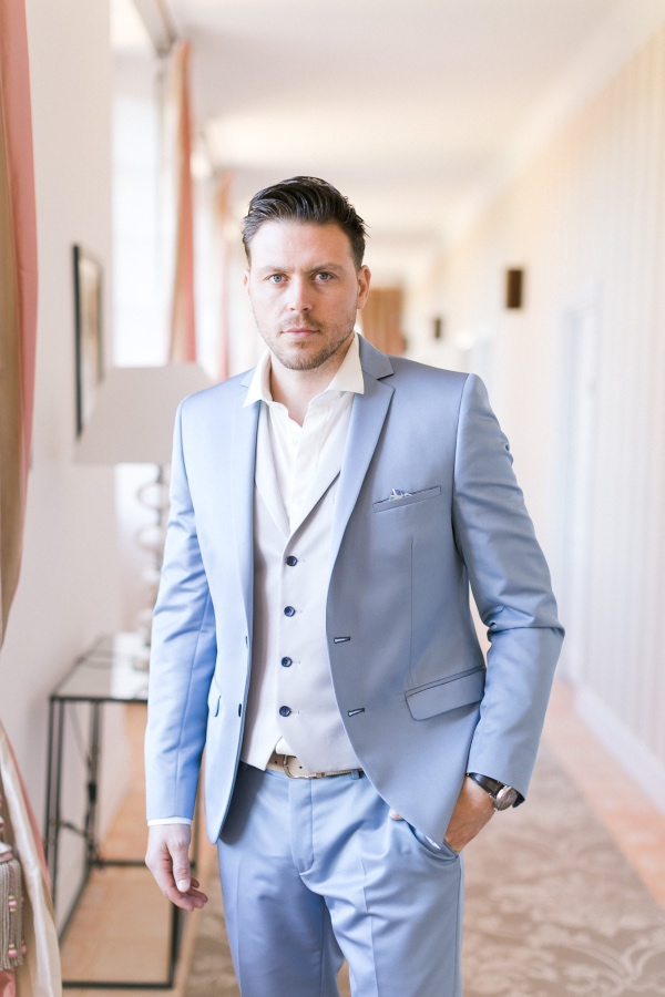 groom pose with waistcoat