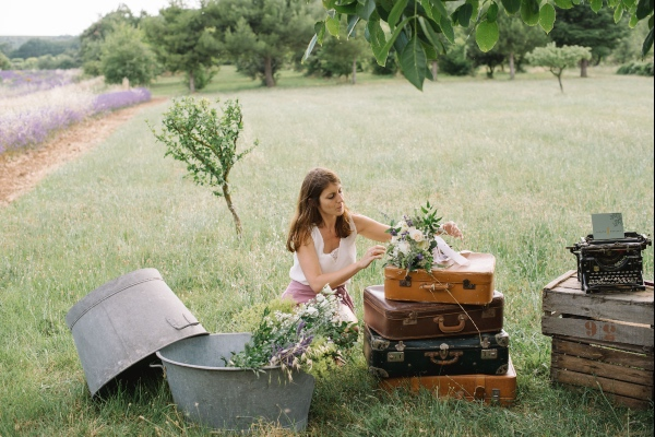 rustic suitcase wedding