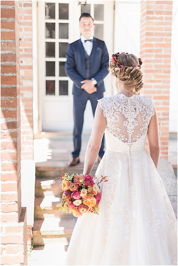 brides florals on the stairs in SW France