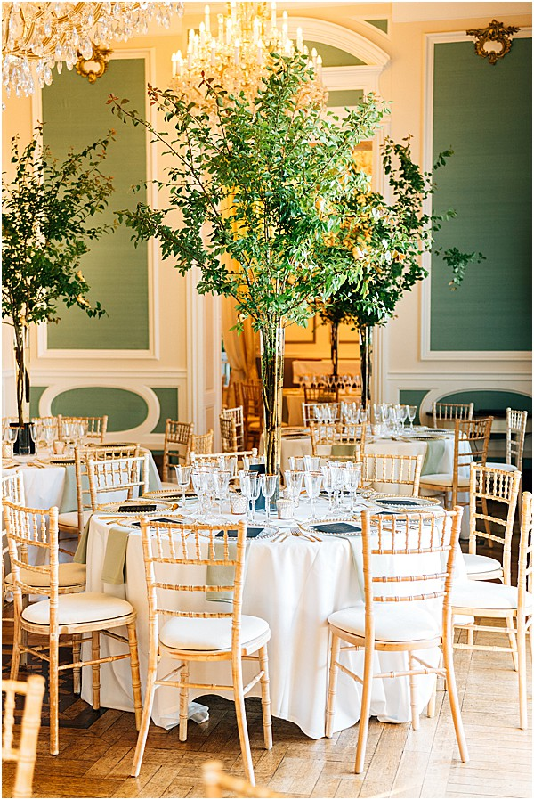 brides table with tree