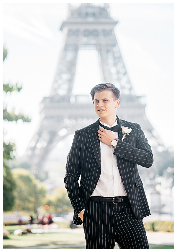 groom portfolio in front of Eiffel tower