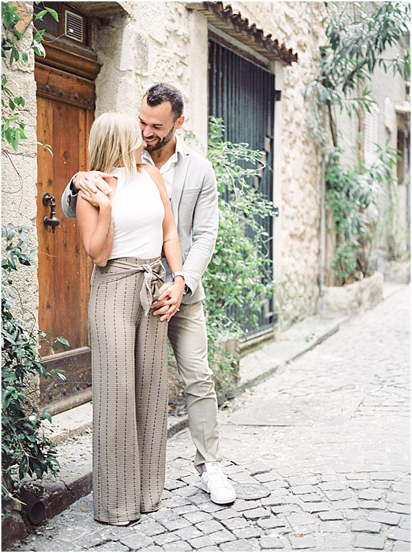 sweet engagement photos in the streets of Antibes