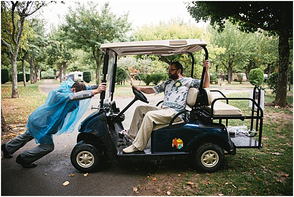 golf cart for rainy wedding | Image by Ambre Peyrotty