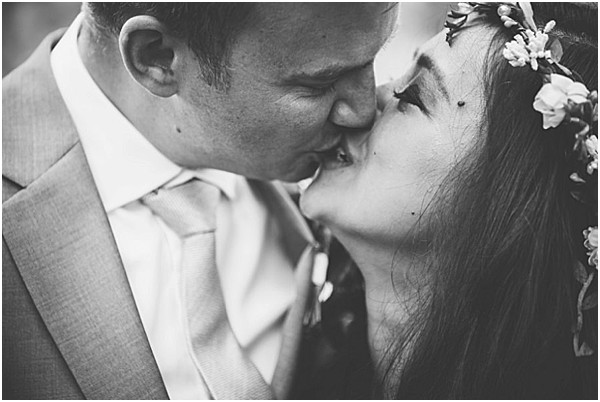 kissing black and white photo