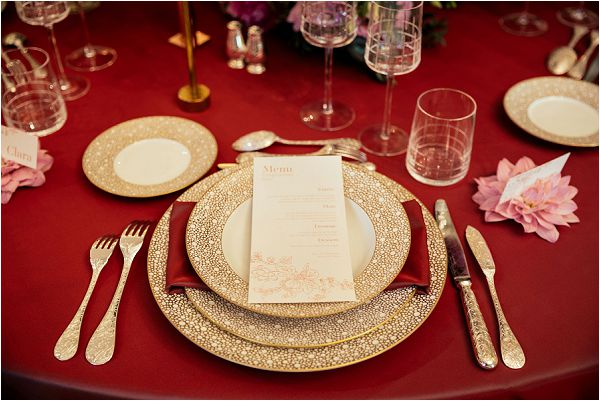 red and gold wedding table design