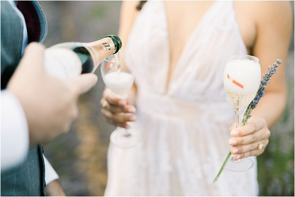 champagne for an engagement | Image by Jeremie Hkb