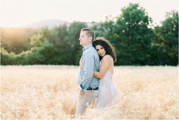 corn field engagement session | Image by Jeremie Hkb