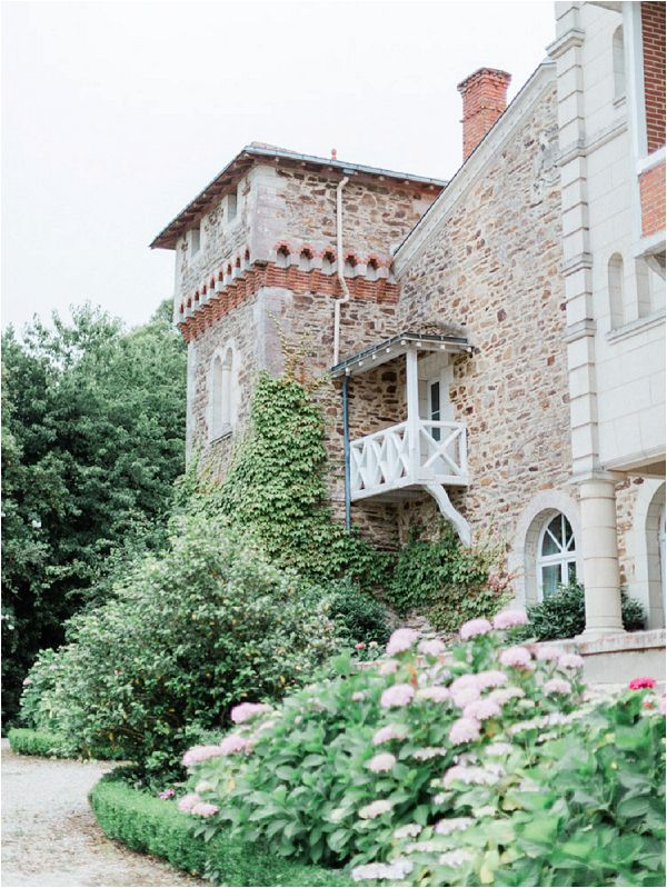 dreamy chateau wedding venues France * Image by Thomas Raboteur
