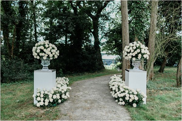 driveway wedding flowers * Image by Thomas Raboteur