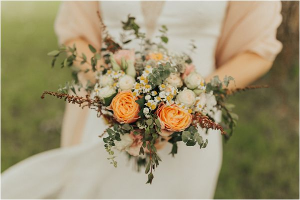 peach wedding bouquet by Matthias Toth Photography