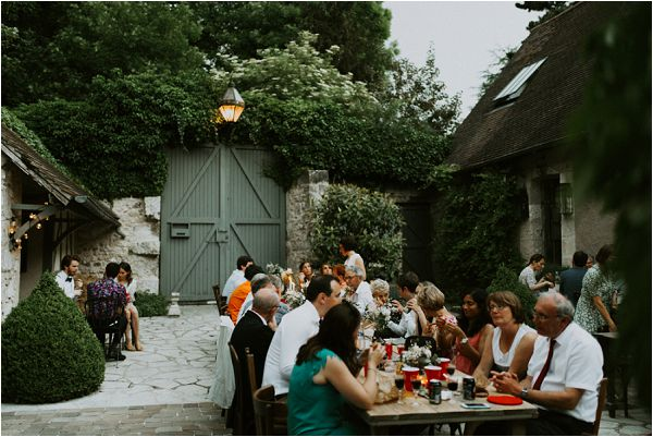 summer informal outdoor wedding reception * Image by tub of jelly