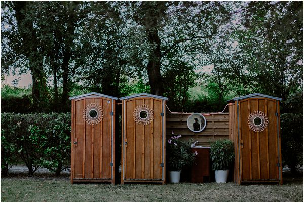 luxury wooden toilets | Image by Mélanie Mélot